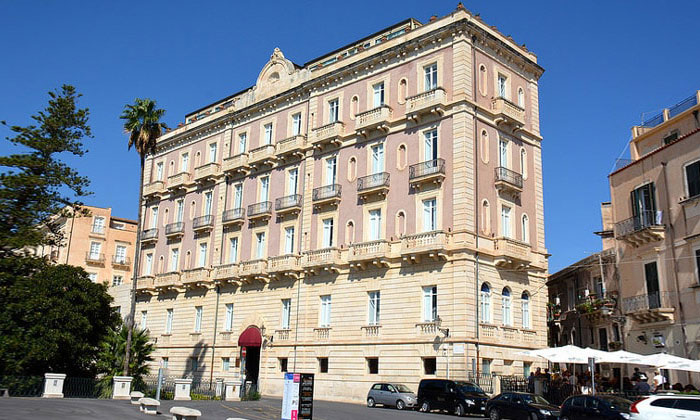 Отель Des Etrangers в городе Сиракуза