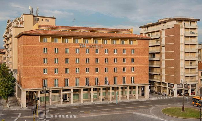 Отель NH в Пизе