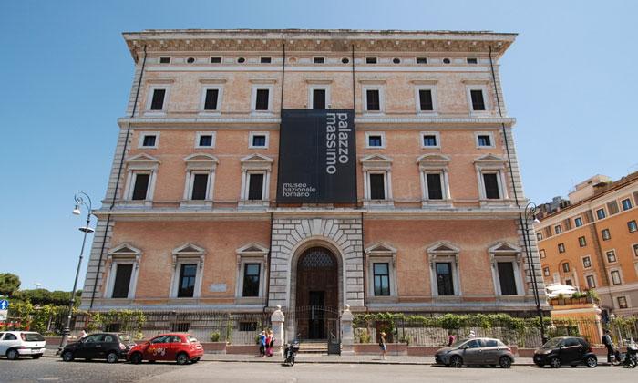 Палаццо (дворец) Массимо в Риме