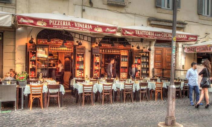 Классическая пиццерия на площади Кампо деи Фиори в Риме