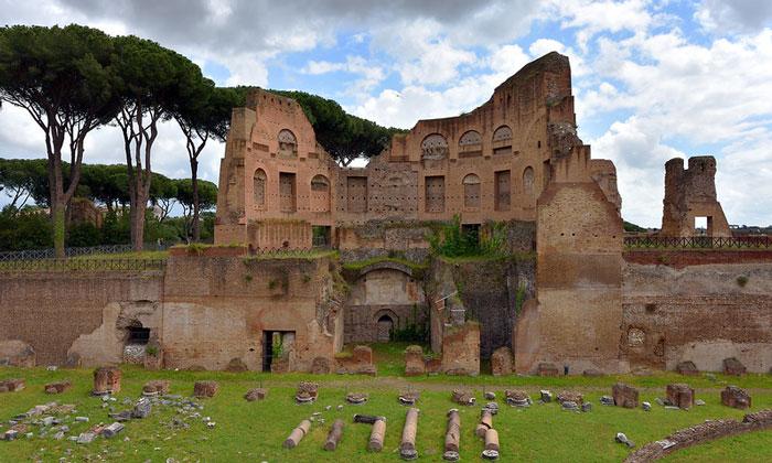 Руины дворца Августа в Риме