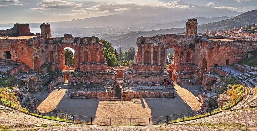 Руины греческого театра в Таормине
