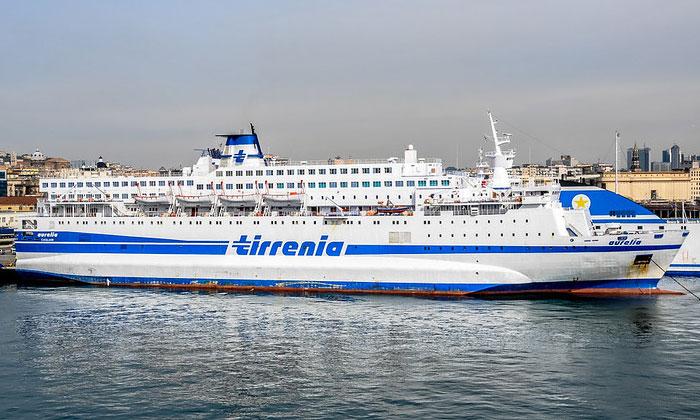 Круизное судно Aurelia в Неаполе
