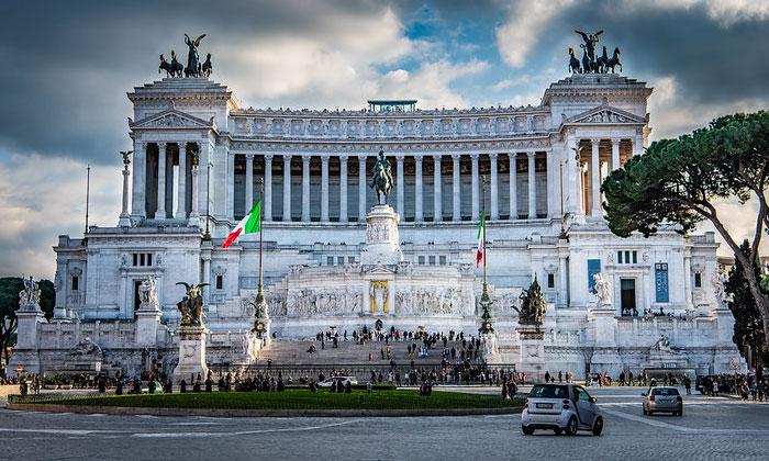 Памятник Виктору Эммануилу II (Витториано) в Риме