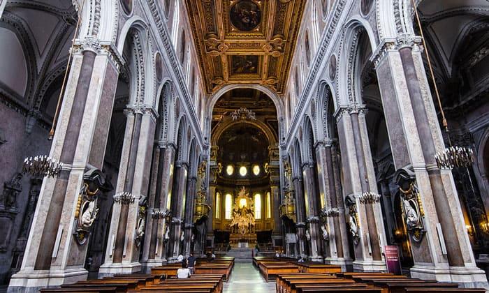 Внутреннее убранство собора Святого Януария в Неаполе