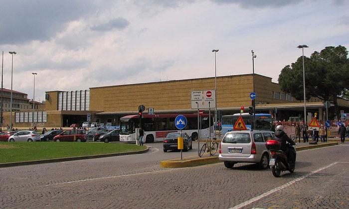 Железнодорожный вокзал Санта-Мария-Новелла во Флоренции