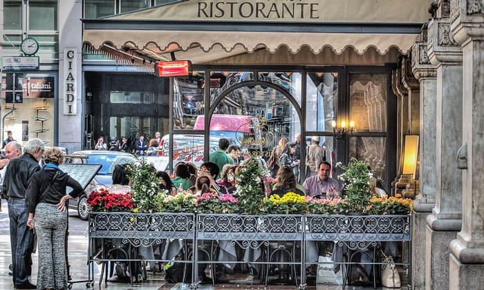 Уличный ресторан Милана