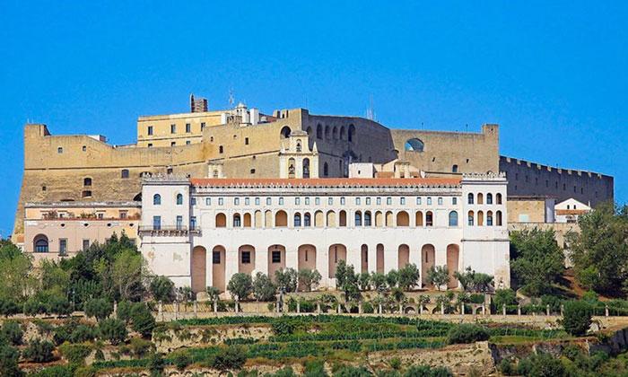 Замок Сант-Эльмо в Неаполе
