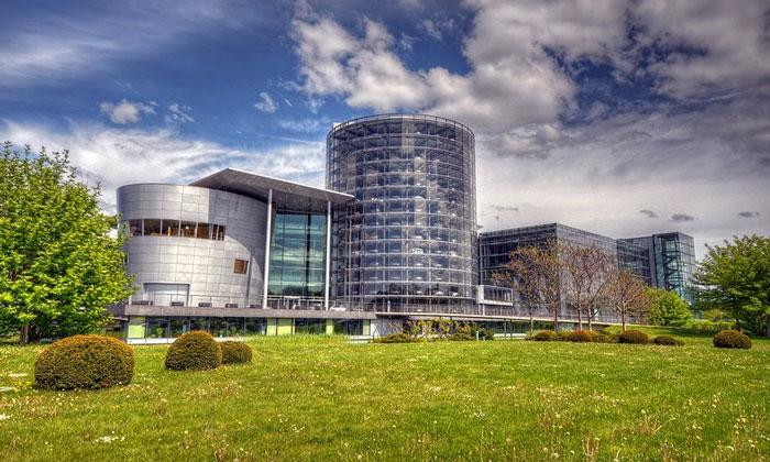 Современный завод Volkswagen в Дрездене