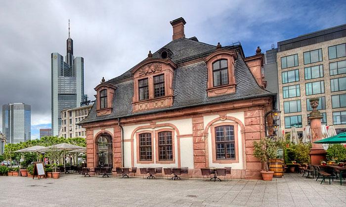 Кафе в бывшем здании Гауптвахты во Франкфурте