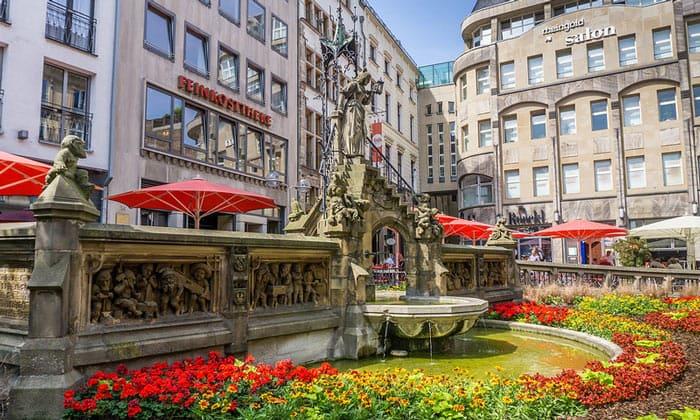 Экстравагантный фонтан Кёльна