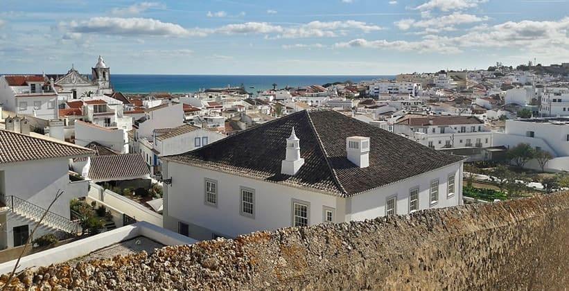 Город Лагуш в Португалии