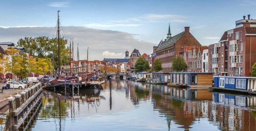 Город Лейден в Нидерландах