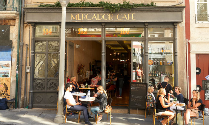 Кафе «Mercador» в Порту