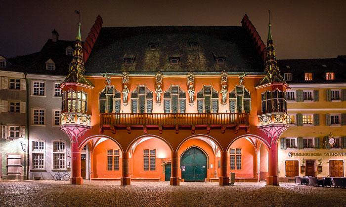 Исторический купеческий зал (Kaufhaus) во Фрайбурге