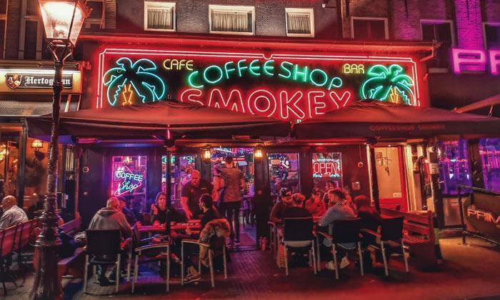 Кофешоп Smokey в Амстердаме