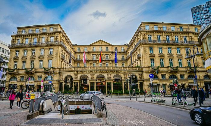 Отель «Frankfurter Hof» во Франкфурте