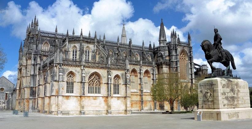 Панорама монастыря Баталья в Португалии