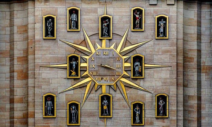 Часы граждан на Горе Искусств в Брюсселе