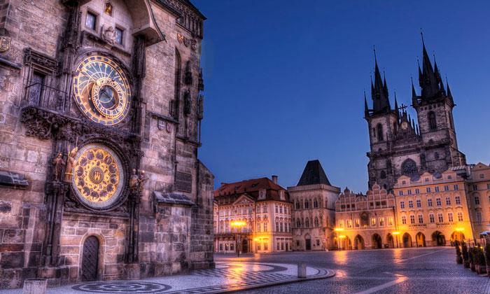 Историческая часть Праги (Астрономические часы и Тынский храм)