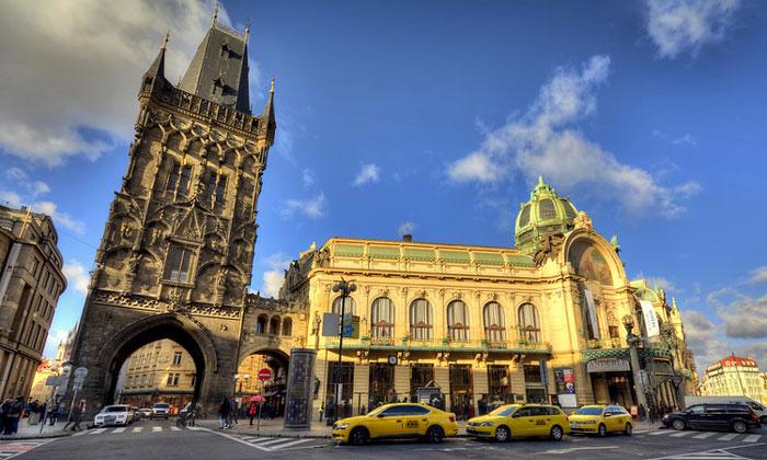 Пороховая башня и Общественный дом Праги