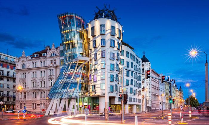 Танцующий дом (отель) в Праге
