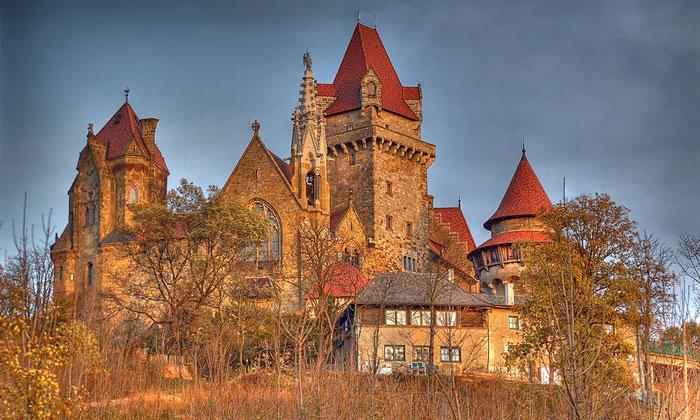Замок Кройценштайн в окрестностях Вены