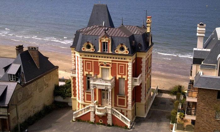 Экстравагантное здание в коммуне Трувиль-сюр-Мер