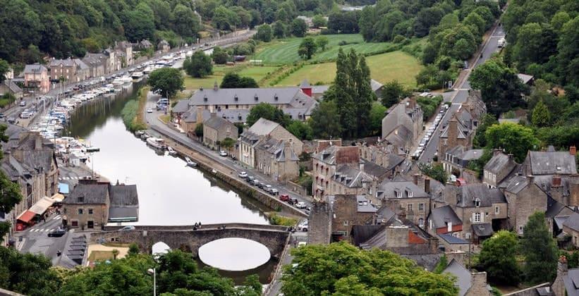Город Динан во Франции