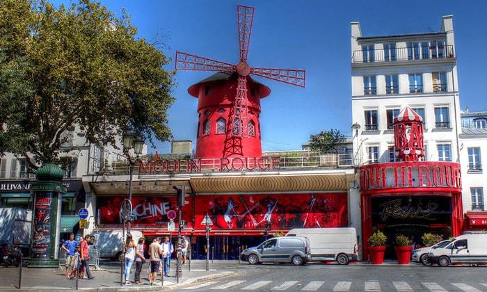Кабаре Мулен Руж в Париже