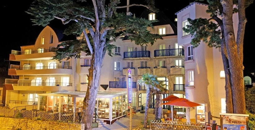 Отель Plus в Карнаке (Франция)