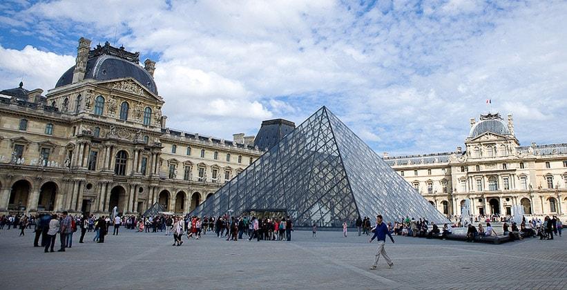 Парижский Лувр во Франции