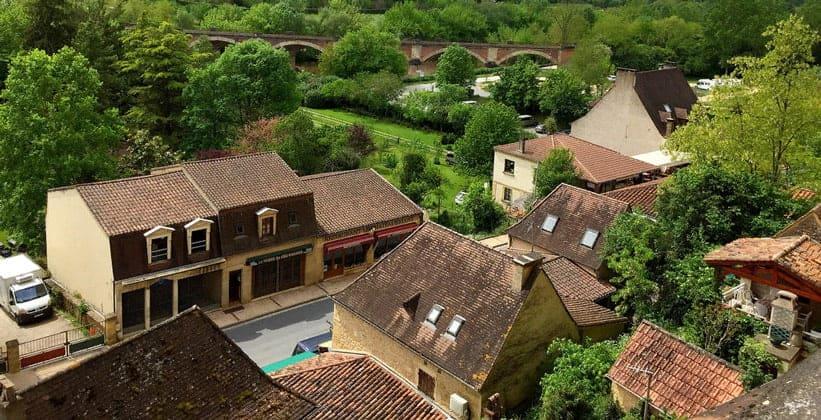 Селение Лез-Эйзи во Франции