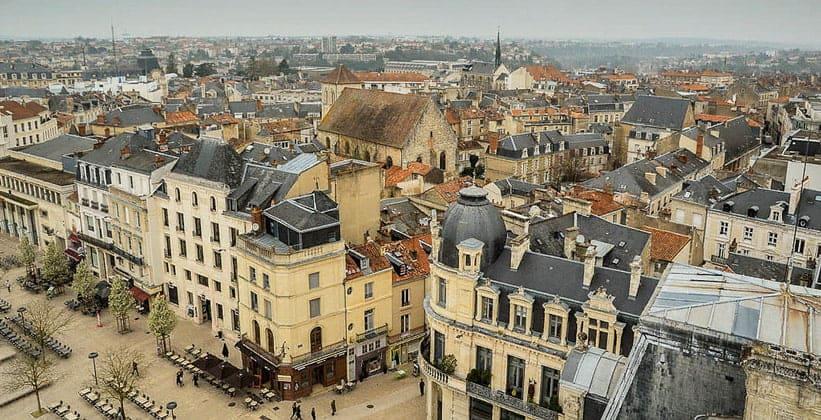 Город Пуатье во Франции