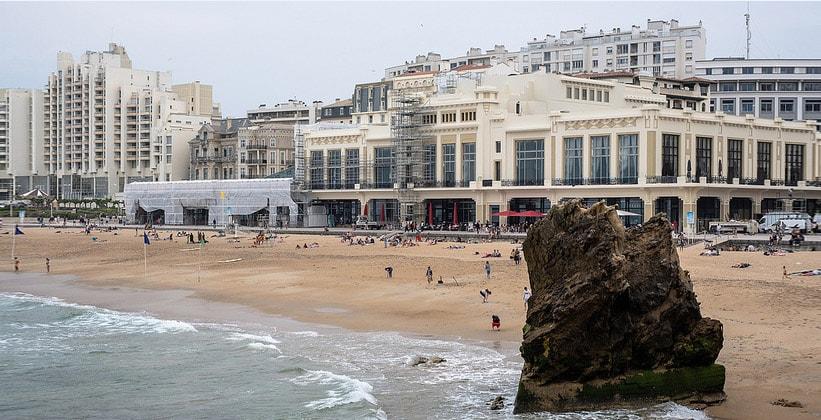 Гранд-пляж в городе Биарриц (Франция)
