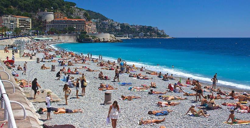 Один из пляжей Ниццы (Франция)