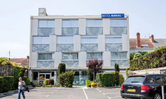 Отель Bristol в городе Перигё