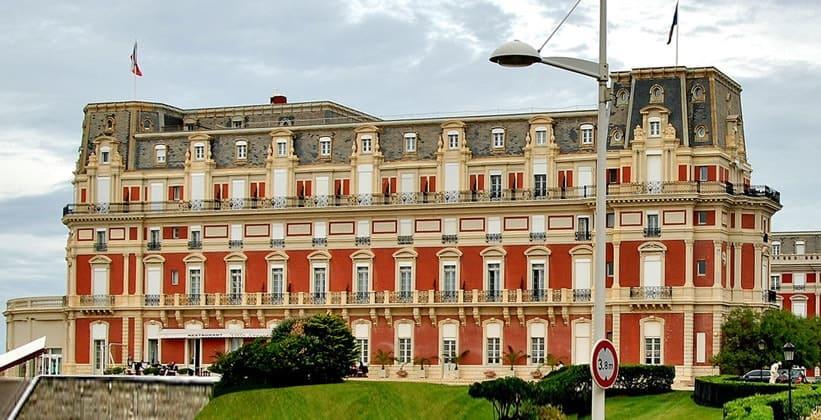 Отель-дю-Пале в городе Биарриц