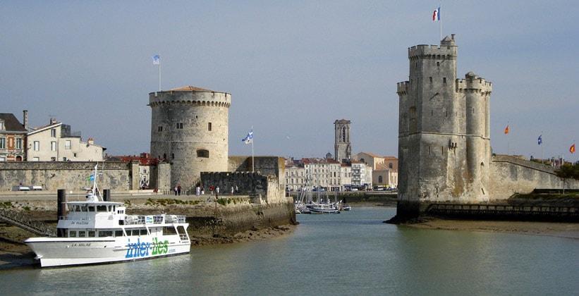 Вход в Старую гавань Ла-Рошель (Франция)