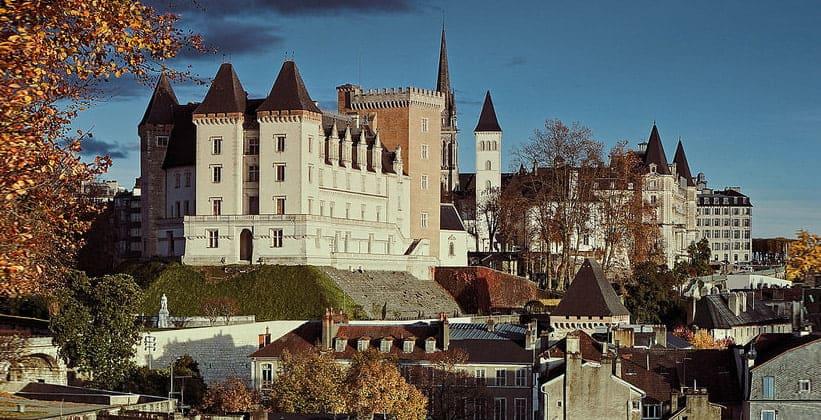 Замок города По