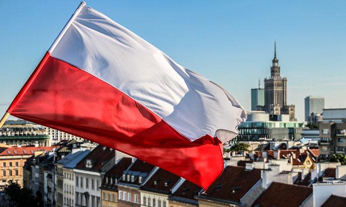 Флаг Польши (Варшава)