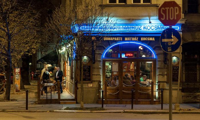 Ночной бар Dunaparti Matroz Kocsma в Будапеште