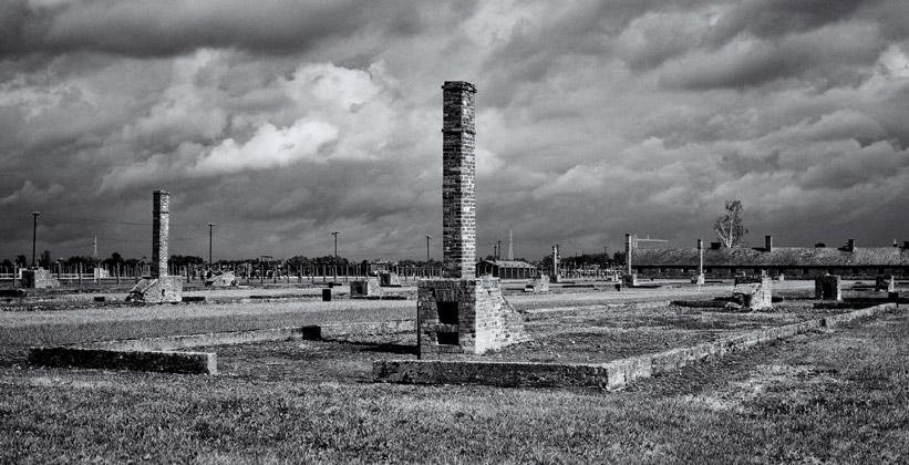 Остатки печей концлагеря Освенцим