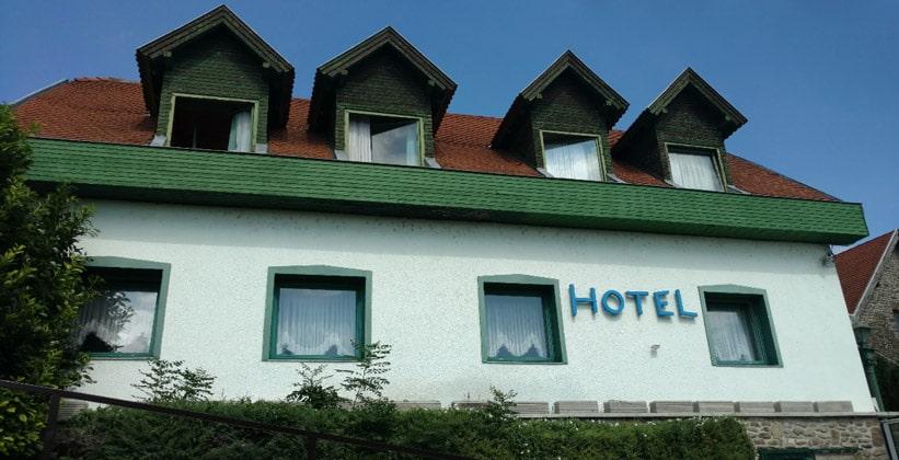 Отель Holiday в деревне Тихань