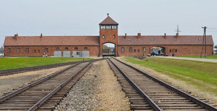 Главные ворота лагеря Биркенау (Аушвиц 2) в Польше