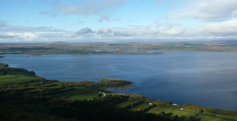 Двойное озеро Лох-Эрн в Северной Ирландии