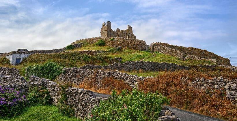 Руины замка О'Брайена на острове Инишир