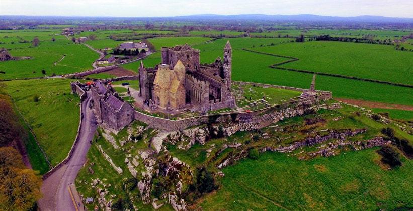 Панорама скалы Кашел в Ирландии