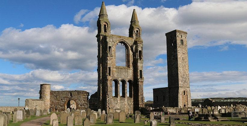 Руины собора Святого Андрея в Сент-Эндрюсе