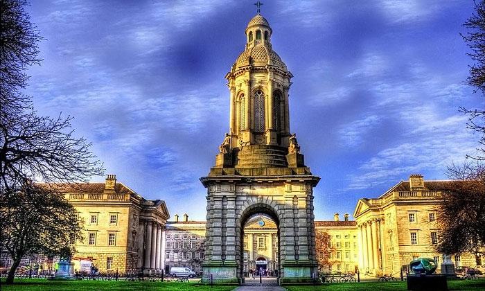Колокольня Тринити-Колледжа в Дублине